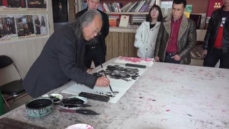 聚焦周明智先生创作国画墨牡丹
