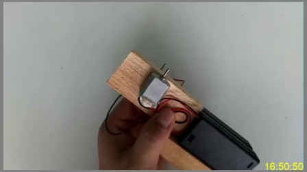 DIY创意手工教你用两个小电机制作一个可以发射雪糕棍的玩具