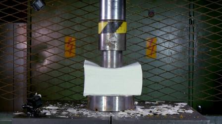 把1000张厕纸放在液压机下,厕纸会被压爆吗?一起见识下!