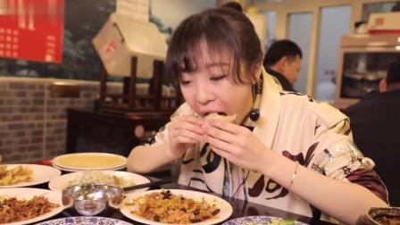 大胃王mini吃播:春饼、炸酱面