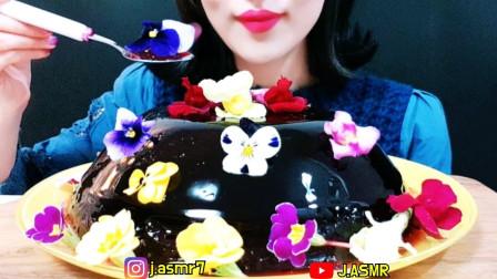 吃播小女神:吃播漂亮的花果冻蛋糕,发出馋人的咀嚼声!