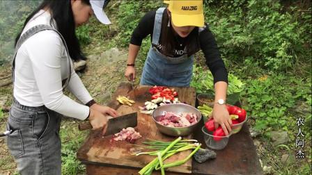 周末组队野炊,小姐姐自带特色菜,野外风味十足