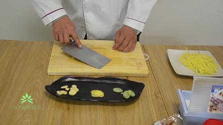 让我们大家一起来看看马大厨是怎么样做土豆丝这道美食的!