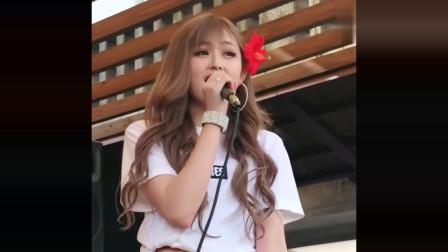 日本人气最火的网红小姐姐,古川優奈街头深情演唱,一开口就亮了