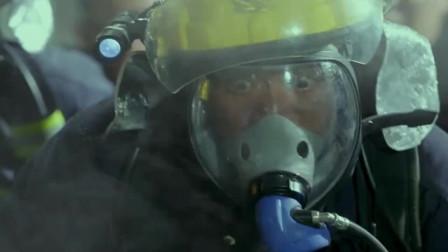 火线出击:老兵班长为了救自己的战友,挺身而出,自己却坠楼被砸!