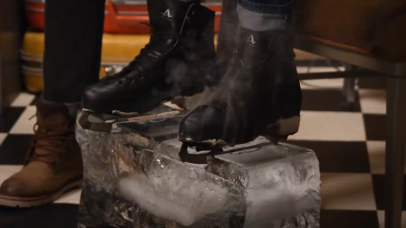 把滑冰鞋烧至1000°在冰上滑,是什么效果?网友:买一双压压惊!