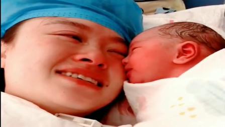 刚出生的宝宝,亲吻妈妈的那一刻,妈妈眼睛湿润了