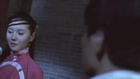 电影片段 青年为保护姑娘与坏人交锋 结果姑娘才是真正的高手啊!
