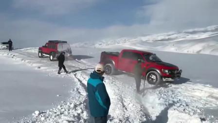 八缸途乐雪地救援猛禽,这动力真猛,一下子就拉跑了!