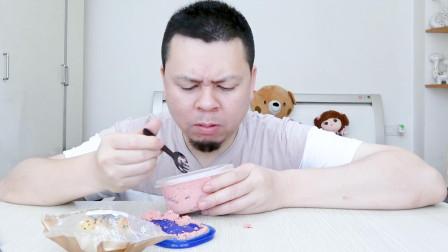 李大神 试吃奥利奥奶油盒子,大神更喜欢吃赠送的紫薯面包。