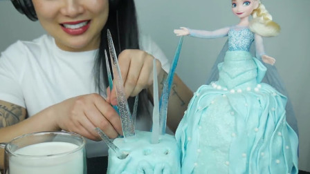 微笑姐吃芭比娃娃蛋糕,蛋糕上還有特殊的禮物冰凌