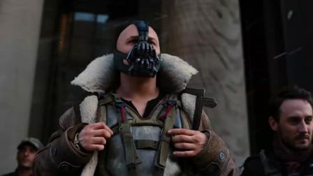 蝙蝠侠助力破掉恐怖分子的大炮,所有警员开始正面冲击,场面震撼!