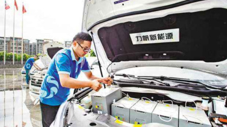 """新能源汽车的""""一块电池""""贵吗?知道价格后,众多车主表示很无奈"""