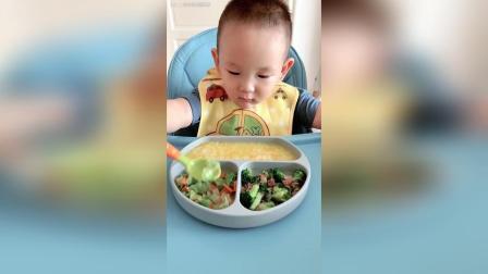 南瓜粥、胡萝卜炒圆白菜、西兰花炒牛肉。