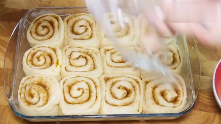 教你做一道美味好吃的肉桂面包卷,做法也不是很难,喜欢试试吧