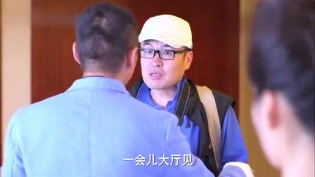 记者到酒店采访女歌手,竟发现她神情恍惚走出来,这下有新闻了