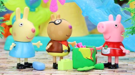 神秘人清理了小镇的垃圾,小猪佩奇和朋友们在讨论谁是这个神秘人