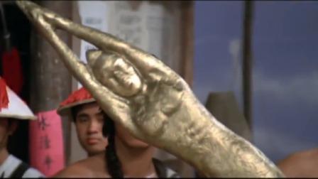 大叔的宝剑被男子拦腰折断,不料又拿出一把武器,这武器太奇葩了