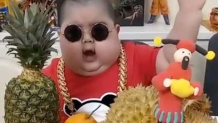 网红表情包小胖子直播吃饭,只为赚钱治病