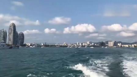 小哥游艇出港实拍,途径三亚坐标凤凰岛