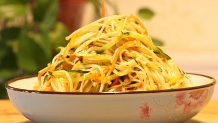 """厨师长教你:""""凉拌金针菇""""的家常做法,营养丰富,很适合开胃"""