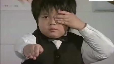 小男孩体检视力,吓坏老师,连老师里面的衣服都看得一清二楚