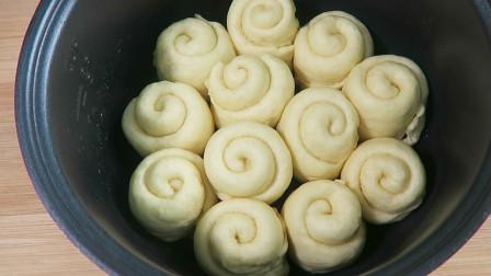 简单实用的小面包做法,柔软拉丝,越嚼越香,比烤箱做的还好吃