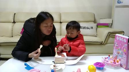 萌娃吃播 宝宝圣诞节晚上吃圣诞小蛋糕