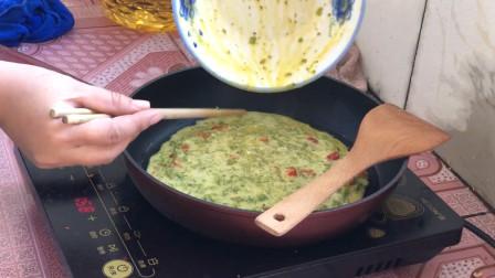 小汐用独家秘制的方法做桑葚鸡蛋饼,做法简单,女儿特别爱吃