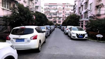 车位拥挤时侧方停车,怎样才能安全的出库呢?新手要学会这个技能