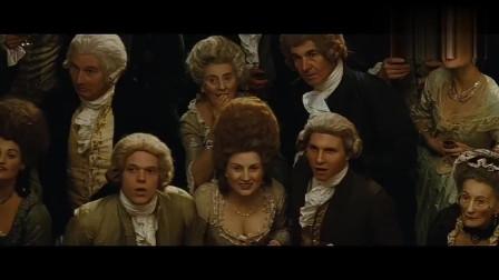 公爵夫人的发型真夸张,人们却觉得时尚,她一出场,观众纷纷鼓掌