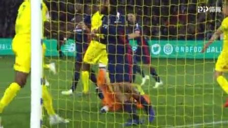 第78分钟里昂球员德纳耶尔黄牌
