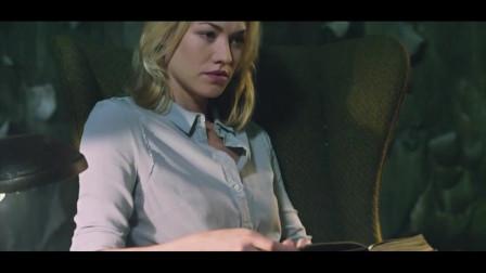 屠魔战士:伊冯娜想要劝说艾伦,但是反身发现,艾伦居然睡着了