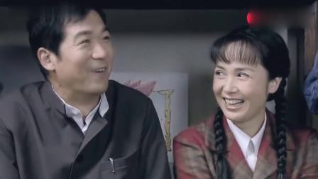 文丽在佟志的寝室询问了一下结婚以后问题,佟志想象婚后生活 会很幸福