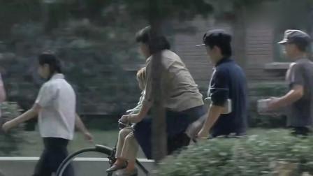 金婚:庄嫂还是很好的,看到不会骑车的文丽抱着燕妮跑着去上学