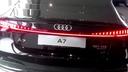实拍新款奥迪A7,当亮起前后大灯,更是科技感十足