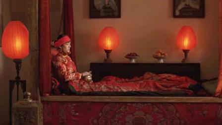 大红灯笼高高挂:颂莲假怀孕被发现了,在她的灯上罩黑布是什么意思