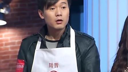 """顶级厨房:刘一帆做""""黄金蛋炒饭"""",第一步就让学员们瞠目结舌。"""