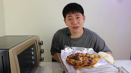 """小伙制作""""自烤""""披萨,从烤箱拿出来的一瞬间,心中充满了疑惑"""