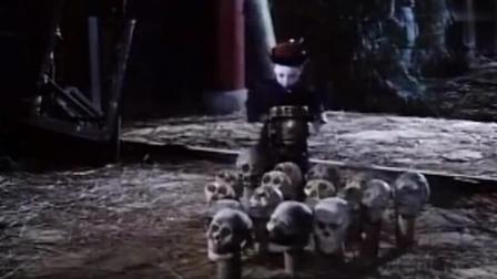 小僵尸好可爱, 和自己的僵尸爸爸用骷髅打保龄球