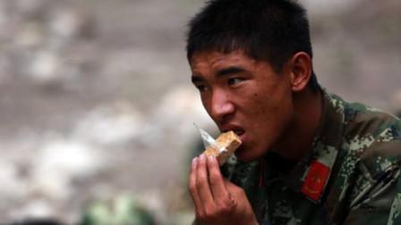 为何军用压缩饼干那么能扛饿?放到沸水中煮30分钟后,可算明白了