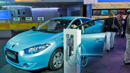 """新能源汽车是不是一个""""圈套""""?新能源弊端暴露,听专家说完"""