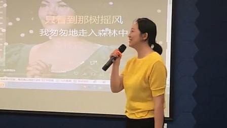 语文老师在课堂上唱《南屏晚钟》火了,网友:被教书耽误的跨界歌手