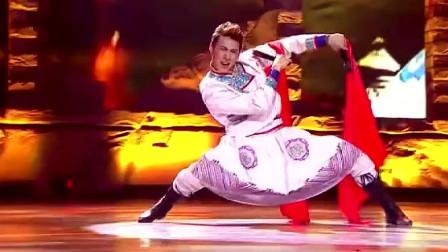威力斯跳传统蒙古舞,一个亮相动作就让现场观众尖叫,看着就让人热血沸腾的!