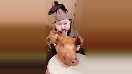 小萝莉吃肉肉都是这么大的,接下来小萝莉的反应太逗了!