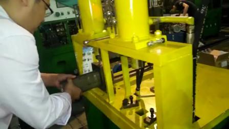 客户来厂里实操D型管冲孔效果和异型管冲孔案例操作