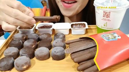 国外美女吃播各式各样的冰淇淋,发出咯吱咯吱的声音