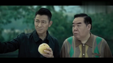 刘德华大口吃菠萝包配咖啡,港式经典早餐,真香!