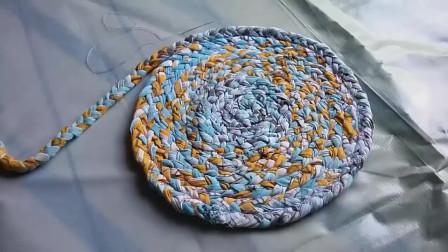 旧衣服不要丢了,教你一招,做出漂亮的地垫!