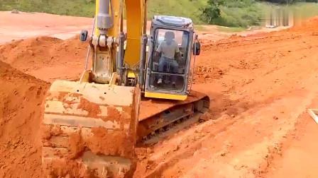 出口版的徐工挖掘机,速度真心给力,国内的能有这么快吗